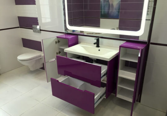 фиолетовая тумба в ванную фото