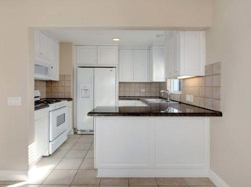 небольшая светлая кухня фото дизайн