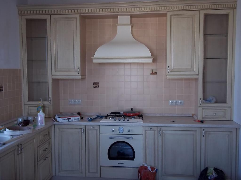 белая деревянная кухня фото