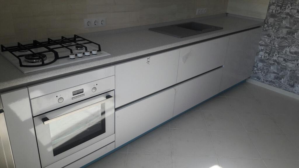 белая глянцевая кухня фото