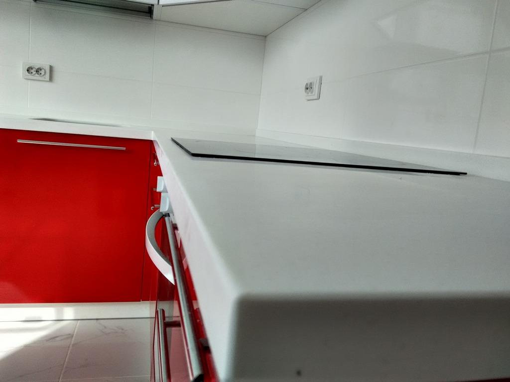 бело красная кухня дизайн фото
