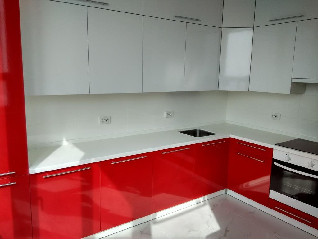 бело красная кухня в интерьере фото