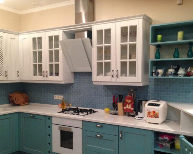 Бело-бирюзовая кухня Лидия фото заказа № 145