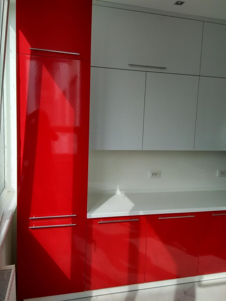 дизайн бело красной кухни фото