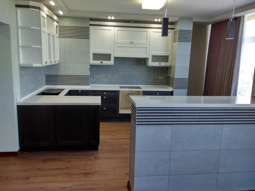дизайн кухни с деревянными фасадами фото