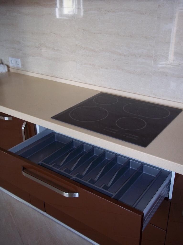 фартук для бело коричневой кухни фото
