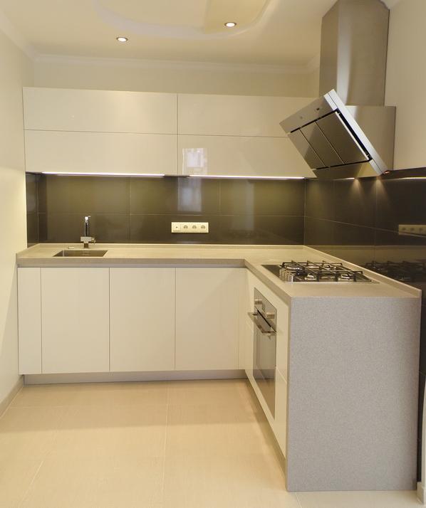 фото белой кухонной мебели в Одессе
