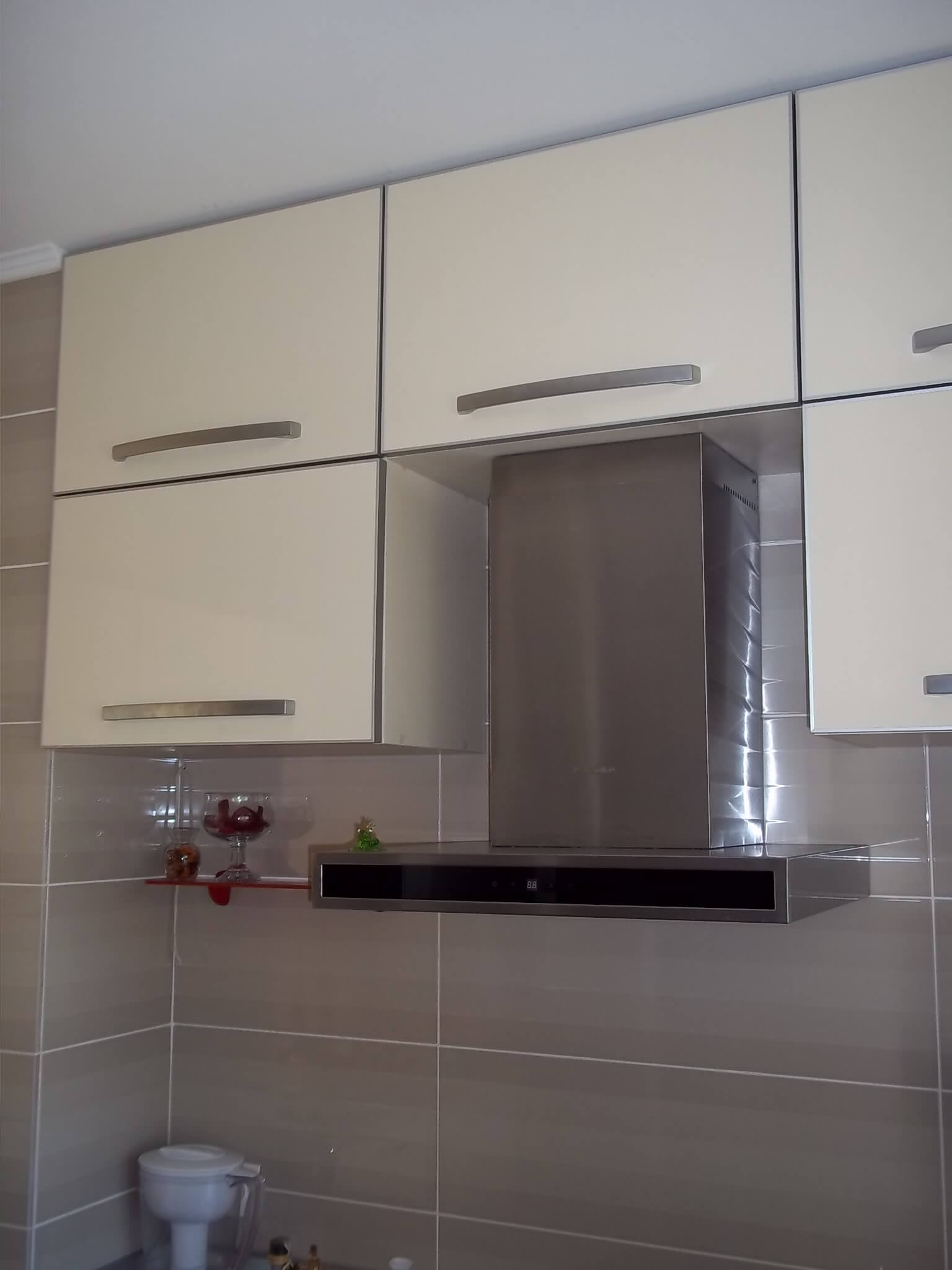 фото бежевой кухонной мебели в Одессе