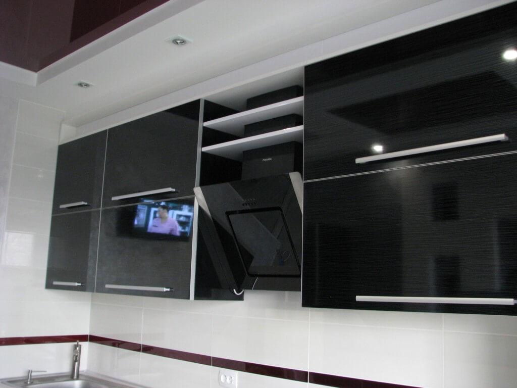 фото черно белой кухни в квартире