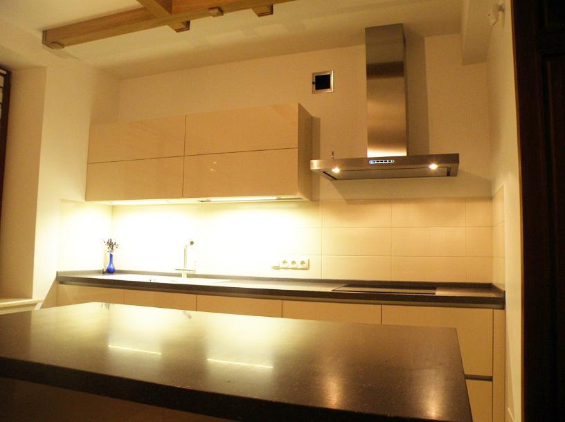 фото кремовой кухни