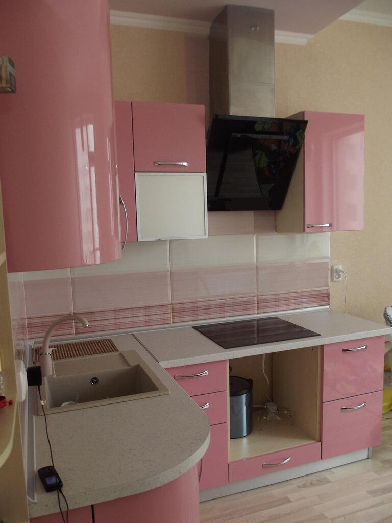 фото розовой кухни