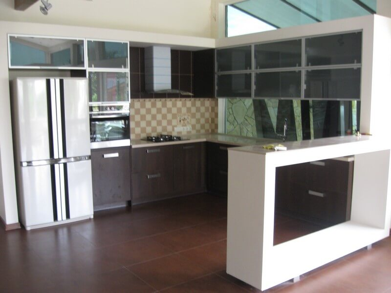 коричневая кухня в классическом стиле фото