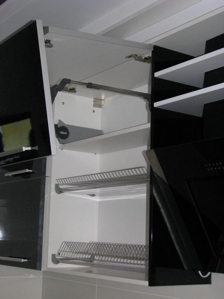 кухня черно белого цвета фото