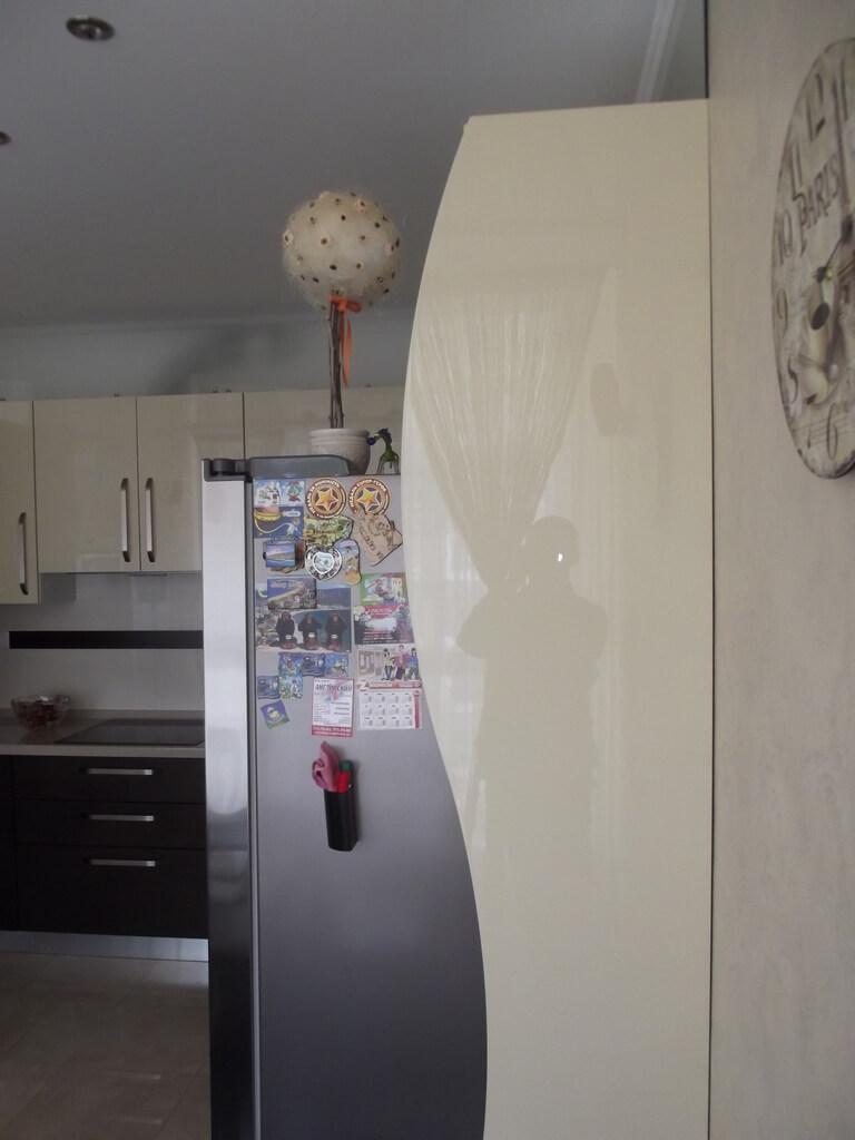 кухня цвета кофе с молоком фото