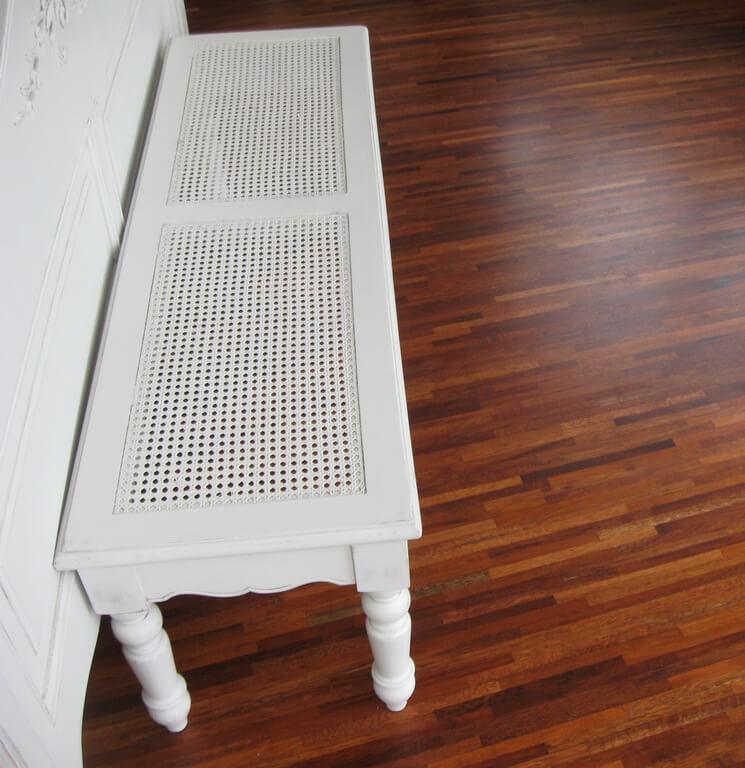 мебель из дерева в спальню фото