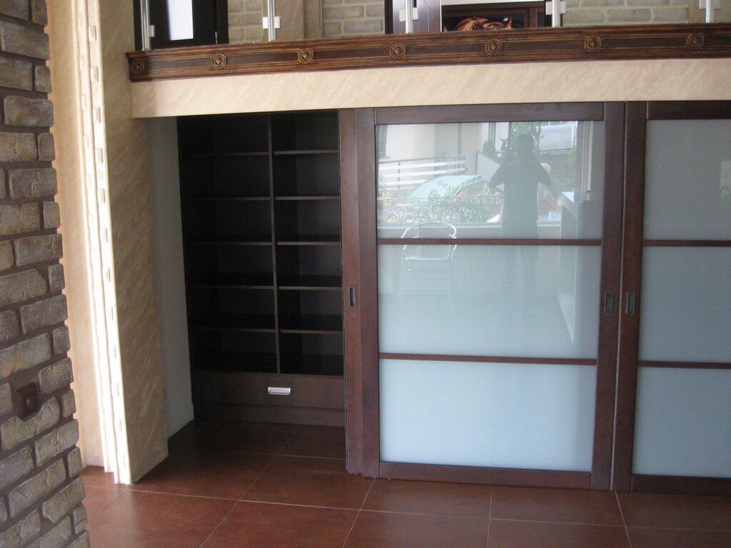 встроенные шкафы под лестницей фото