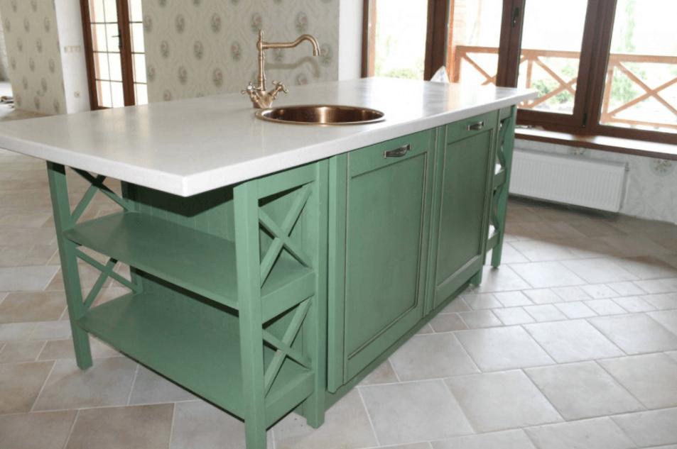 зеленая кухня с белой столешницей фото